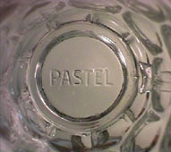 Pastel - Logo embossed at the bottom of the beer mug